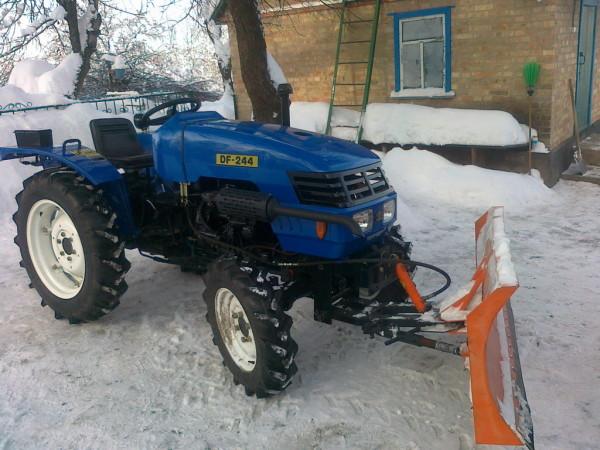Минитрактор с отвалом для снега