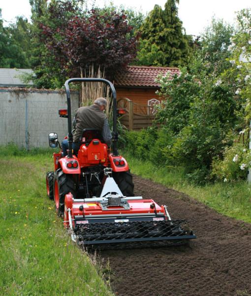 Обработка почвы минитрактором