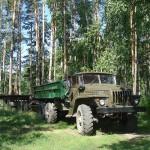 Автомобиль Урал 5557 с прицепом