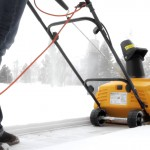 Снегоуборщик Stiga Snow Electric 45 в работе