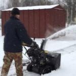 снегоуборщик Champion STT1170E в работе