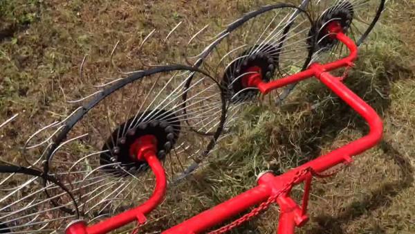 Грабли ворошилки колесно пальцевые ГКП 5 в работе