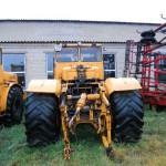 Трактор К 700 сзади