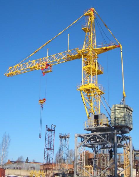 Кран башенный перед работой