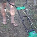 Культиватор электрический CMI 700 ВТ за работой