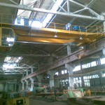 Мостовой кран на производстве