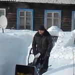 Снегоуборочная машина Champion ST656 в работе