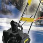 Снегоуборщик Huter SGC-2000E зимой