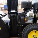 Снегоуборщик бензиновый Huter SGC 4100 крупным планом