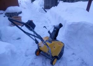 Снегоуборщик Калибр СНБЭ 1700 после работ