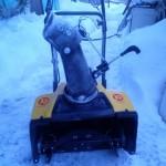 Снегоуборщик Калибр СНБЭ 1700 зимой