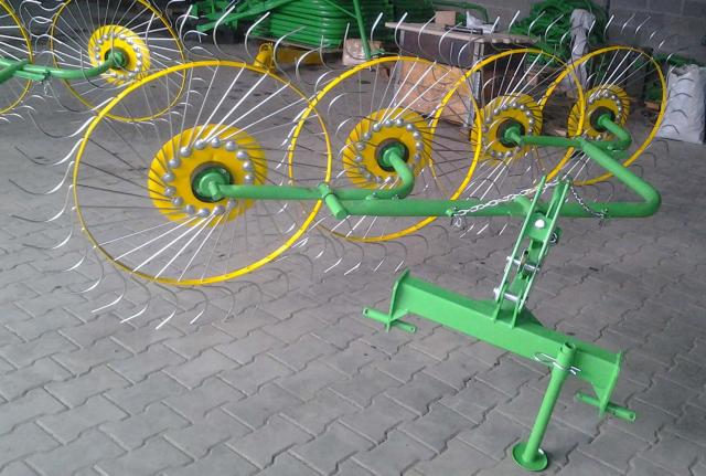 Грабли - ворошилка Солнышко 4 колеса зеленая