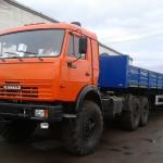 КамАЗ 44108 с синим прицепом