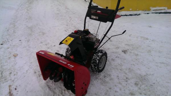 Снегоуборщик MTD E 640F крупным планом