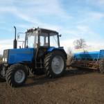 Трактор МТЗ 892 в работе