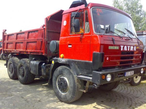 Tatra 815 красный
