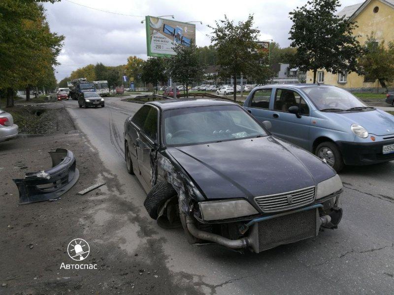 Бетононасос устроил ДТП в Новосибирске toyota, авария, авто, авто авария, видео, грузовик, дтп, зеркала