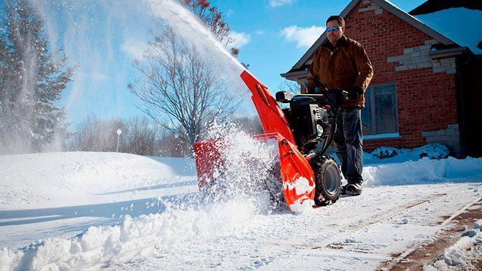 Бензиновая снегоуборочная машина