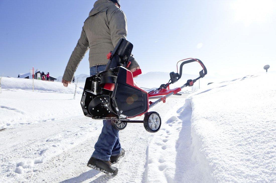 Легкий бензиновый снегоуборщик