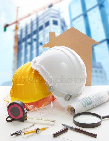 Защитный шлем план синяя печать и строительное оборудование на арки — стоковое фото