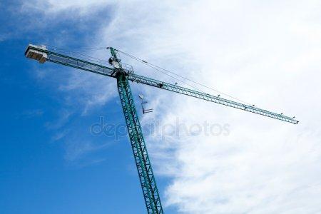 Огромный строительный кран — стоковое фото