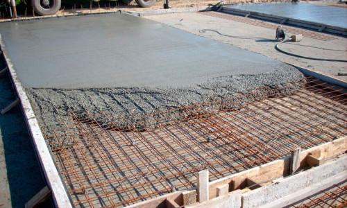 Заливка плитного фундамента бетоном