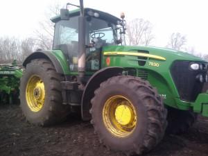 колесный трактор john deere 7830