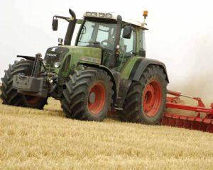 фото: мощный трактор