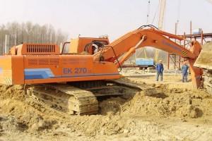 разработка грунта экскаватором ЕК-270