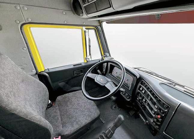 Место водителя КАМАЗ 65115
