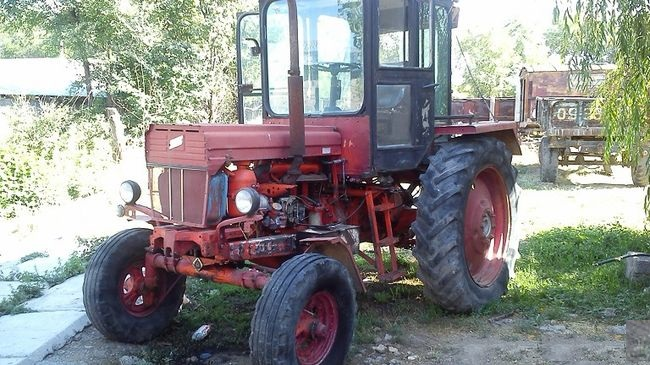 Красный трактор т 28