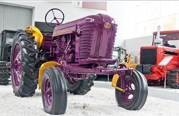 Музейный образец прототипа трактора Т-25